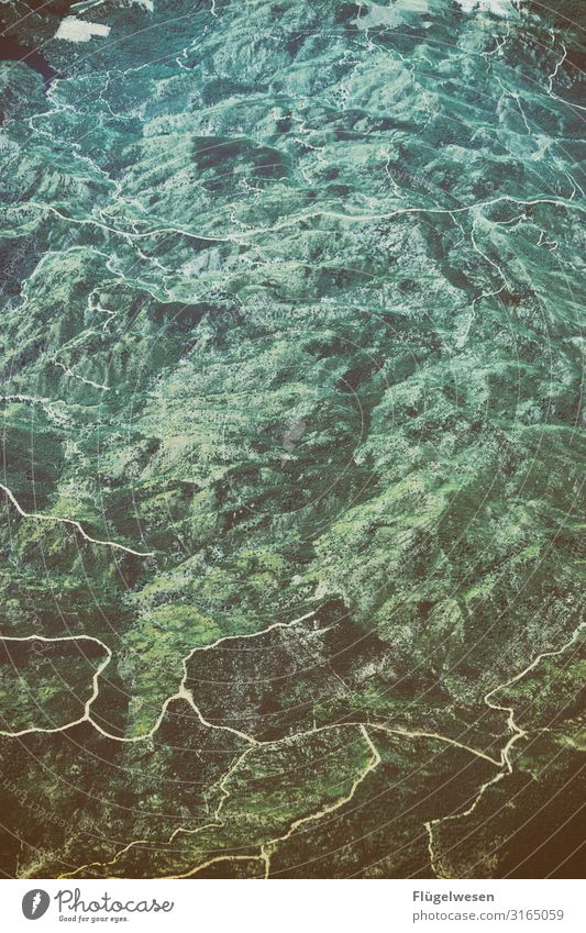 Luftaufnahme eins Ferien & Urlaub & Reisen Wolken Wald Ferne Berge u. Gebirge Tourismus Freiheit Erde Ausflug Feld Aussicht Luftverkehr Abenteuer genießen