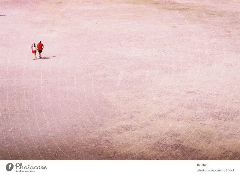 einsam - zweisam Sonne rot Einsamkeit Paar Sand gehen leer paarweise heiß Mexiko