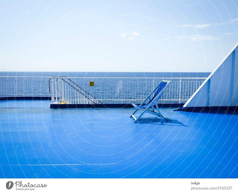 Blaue Stunde an Bord Himmel Ferien & Urlaub & Reisen Sommer blau Wasser Sonne Meer Ferne Tourismus hell Horizont Schönes Wetter Schifffahrt Sonnenbad maritim