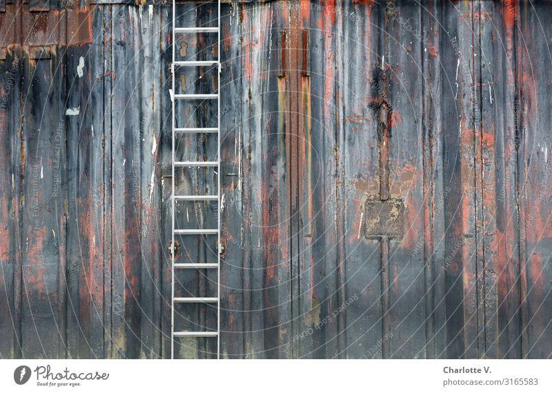 Stillleben mit Schaufel   UT HH19 Arbeitsplatz Industrie Leiter Mauer Wand Hafen Metall Linie alt authentisch außergewöhnlich dreckig dunkel einfach neu trashig