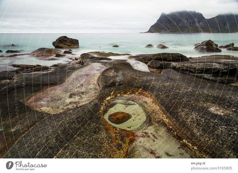 Das Auge Ferien & Urlaub & Reisen Meer Natur Landschaft Himmel Horizont Felsen Berge u. Gebirge Küste Bucht Uttakleiv Lofoten Norwegen Skandinavien Abenteuer