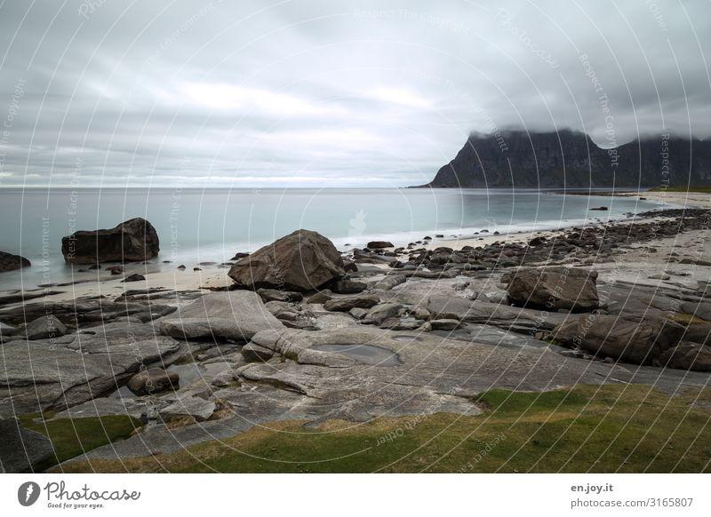 Uttakleiv Ferien & Urlaub & Reisen Ausflug Ferne Strand Meer Natur Landschaft Himmel Horizont schlechtes Wetter Felsen Berge u. Gebirge Norwegen Skandinavien