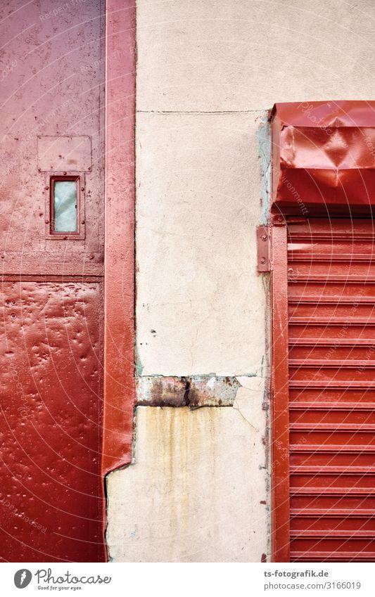 Rolltor, Rottor und das Fensterchen Menschenleer Haus Industrieanlage Bauwerk Gebäude Garage Gewerbegebiet Mauer Wand Fassade Beule Beton Metall Stahl Rost alt