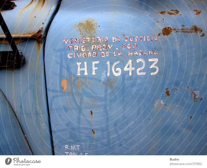 Ministerio de Justica alt blau PKW Tür Verkehr Güterverkehr & Logistik Schriftzeichen Lastwagen Kuba Rost Havanna