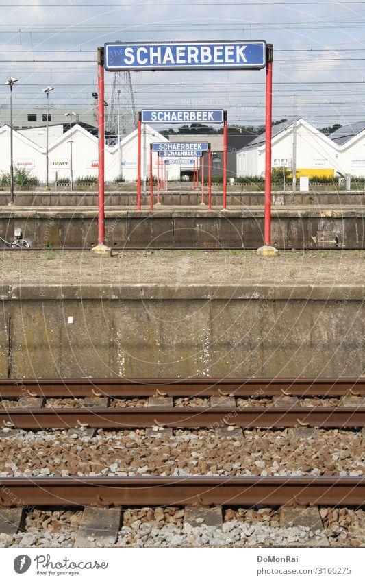 BE-1030 Kabel Stadt Hauptstadt überbevölkert Bahnhof warten einsteigen Bahnsteig Gleise Kies Schaerbeek Brüssel Belgien Farbfoto Gedeckte Farben Außenaufnahme