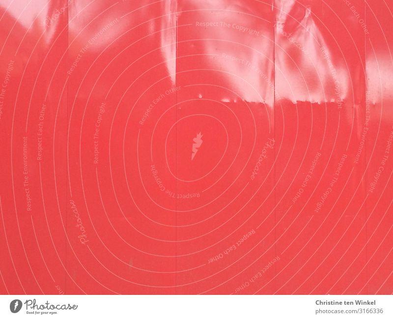 rote glänzende Wand eines Containers Metall Aggression außergewöhnlich frech Fröhlichkeit verrückt selbstbewußt Coolness Optimismus Erfolg Kraft Willensstärke