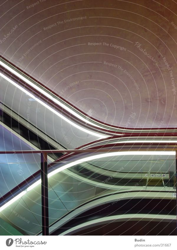 Up and down Rolltreppe Neonlicht Architektur Bogen Treppe Geländer