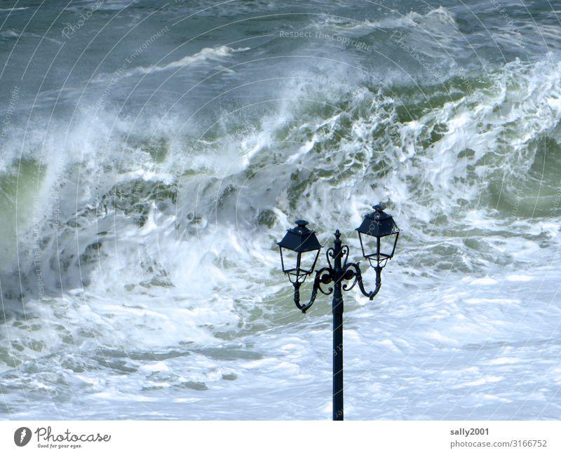 stürmische Zeiten... Wasser Sturm Wellen Küste Meer Ärmelkanal Aggression bedrohlich maritim rebellisch wild Abenteuer Endzeitstimmung Überleben Umweltschutz
