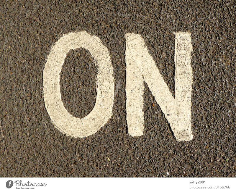 Geschriebenes | on oder no... Straße Wege & Pfade Verkehr Schriftzeichen dreckig Hinweisschild Zeichen Buchstaben Asphalt Verkehrswege Aggression Englisch