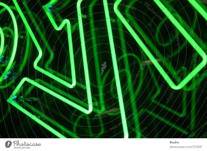 Shopville Neonlicht Leuchtreklame grün Fototechnik Detailaufnahme shopville Lampe Reflexion & Spiegelung