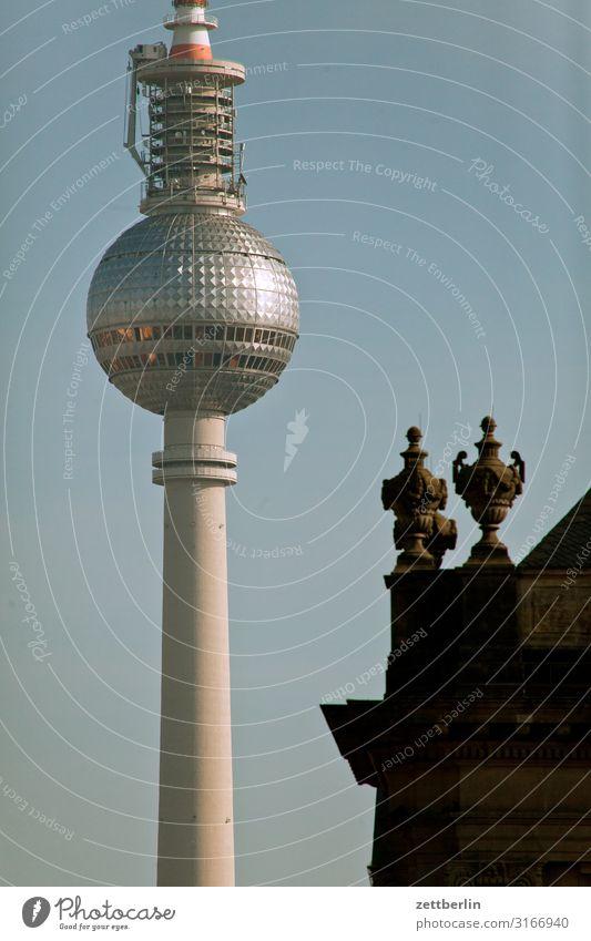 Fernsehturm Alexanderplatz Berlin Berliner Fernsehturm Hauptstadt Stadt Tourismus Wahrzeichen Turm Kugel Himmel Himmel (Jenseits) Sommer Menschenleer