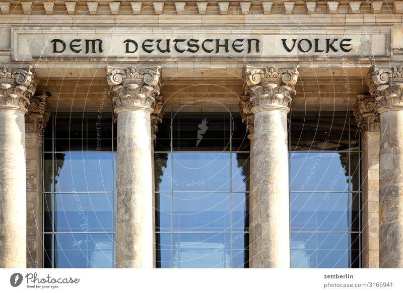 DEM DEUTSCHEN VOLKE Architektur Berlin Deutscher Bundestag Deutschland Hauptstadt Parlament Regierung Regierungssitz Regierungspalast Spree Spreebogen