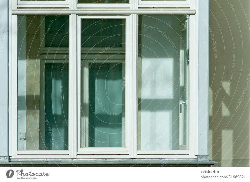 Doppelte Fenster Altstadt Architektur Stadt Städtereise Haus Wohnhaus Stadthaus doppelfenster Erker Veranda windfang Fensterscheibe Scheibe Glas durchsichtig