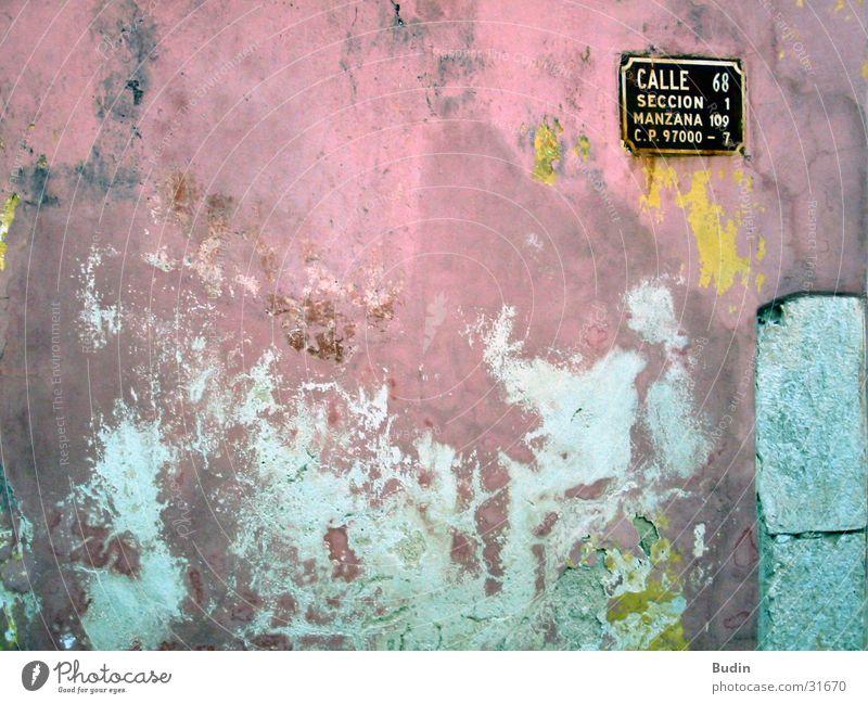 Calle Luna, calle sol Wand Straßennamenschild rot gelb Putz Architektur Mexiko alt Detailaufnahme