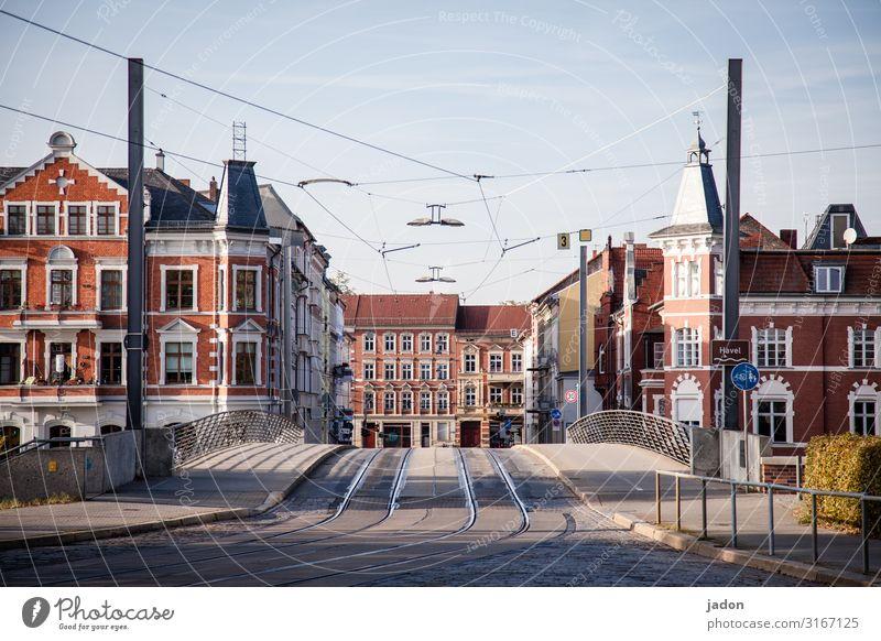 empty streets (7). Fortschritt Zukunft Stadt Stadtzentrum Menschenleer Haus Brücke Gebäude Architektur Verkehr Verkehrswege Straße Wege & Pfade Wegkreuzung