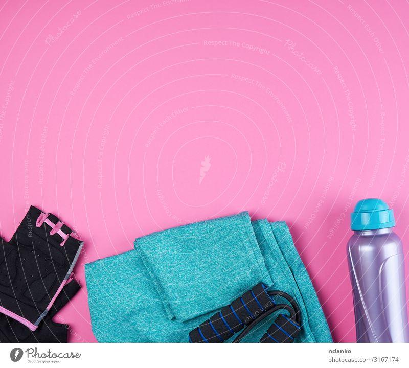 Damenschuhe, Wasserflasche, Handschuhe Diät Flasche Lifestyle sportlich Fitness Sport Yoga Frau Erwachsene Mode Bekleidung Accessoire Schuhe Turnschuh Sammlung