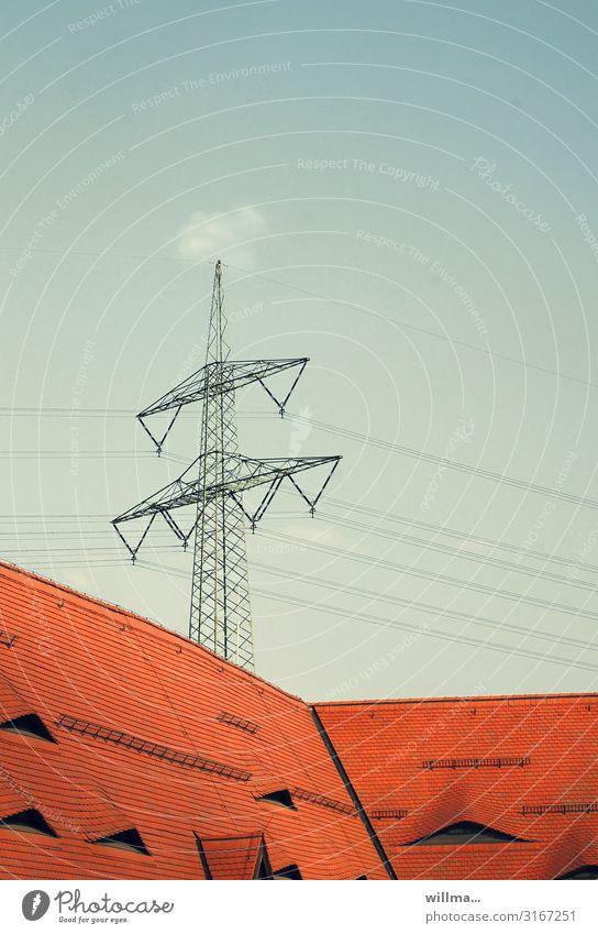 stromanbieter Textfreiraum Energiewirtschaft Elektrizität Strommast Spannung Erneuerbare Energie Stromtransport Dachfenster Dachgaube Ziegeldach
