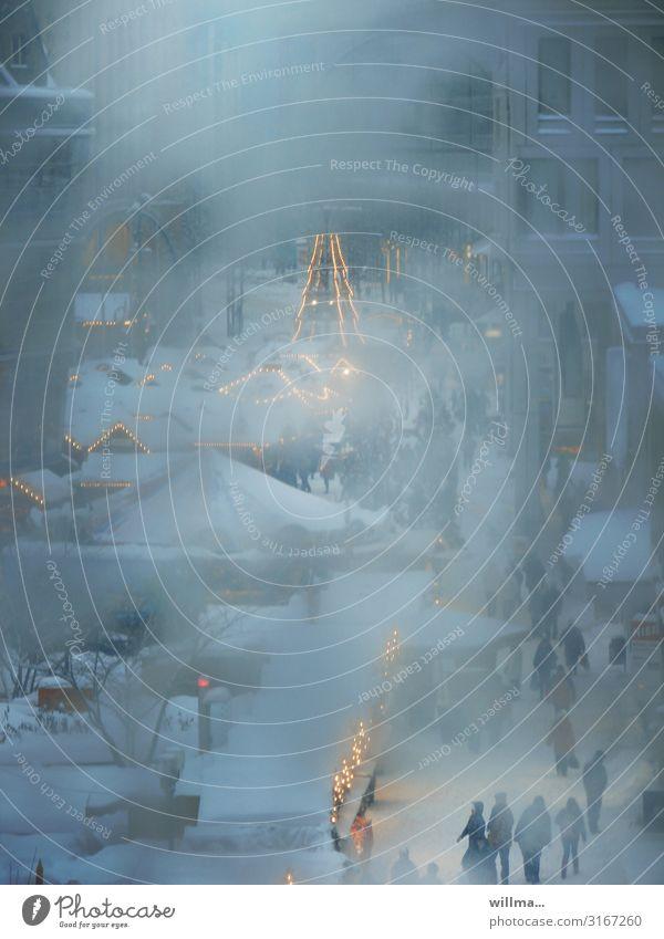 heile welt im schneegestöber Weihnachten & Advent Winter kalt Schnee Menschengruppe Tradition Menschenmenge Buden u. Stände Lichterkette Weihnachtsmarkt