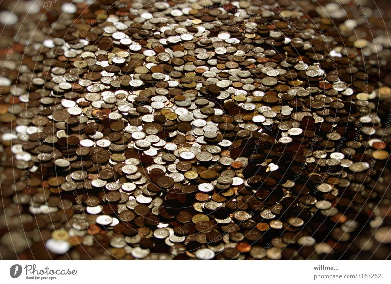 Der große Reichtum Münzen Geldmünzen Zinsen Schulden Steuergelder Versicherung Cent Pfennige Groschen Krone Geldkapital Geldverkehr Aktien Finanzamt finanziell