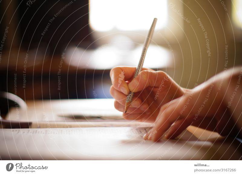 Schulunterricht Hand Schreibstift Bleistift Formular füllen schreiben rechnen Steuererklärung Lohnsteuer lernen studieren Studium Prüfung & Examen Schüler