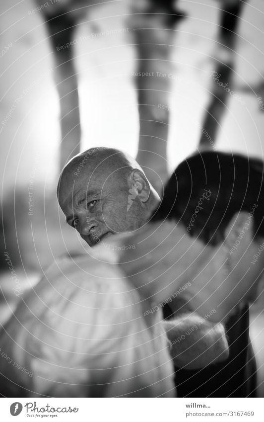 frieren im sommer Frau Mensch Mann Erwachsene Traurigkeit Gefühle Paar Kommunizieren Zukunftsangst Wut Partnerschaft Konflikt & Streit Verzweiflung Trennung