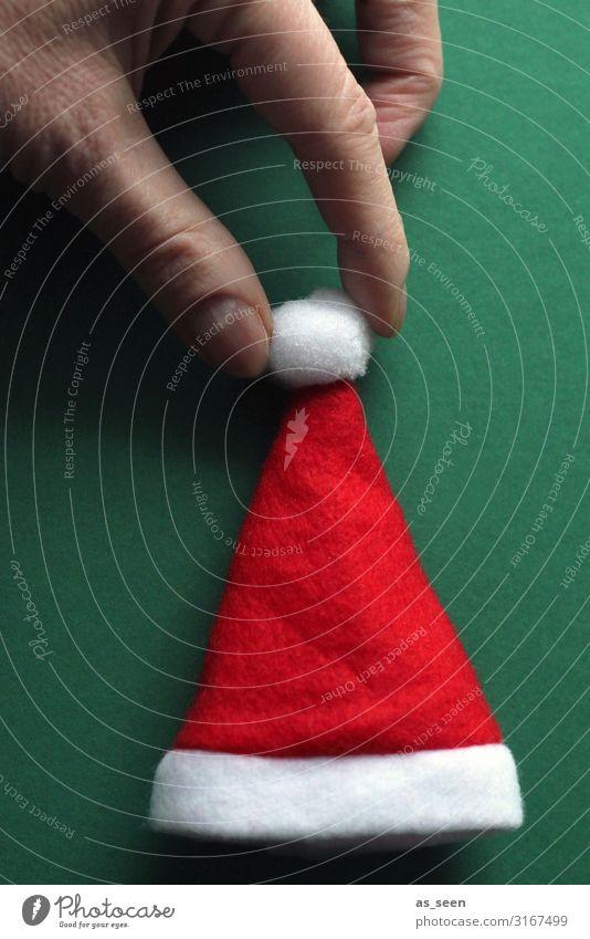 Mütze dekorieren Feste & Feiern Weihnachten & Advent Hand Finger Nikolausmütze berühren festhalten ästhetisch Coolness Fröhlichkeit einzigartig modern positiv