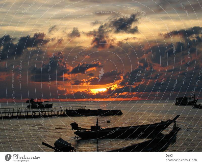 Sonnenuntergang am Strand II Wasser Sonne Strand Wolken Wasserfahrzeug Graffiti