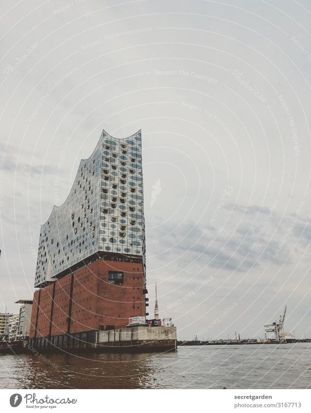 Kaispeicher A mit ein bisschen was drauf. Himmel blau Wasser Wolken Architektur Gebäude Kunst braun Nebel groß hoch Hamburg Fluss Sehenswürdigkeit Wahrzeichen