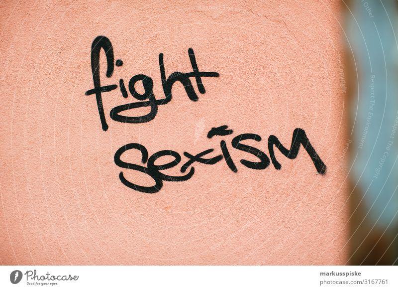 Fight Sexism! Graffiti Frau Jugendliche Junge Frau Stadt Haus Lifestyle Erwachsene natürlich Fassade Zufriedenheit modern lesen Mutter Gesellschaft (Soziologie)