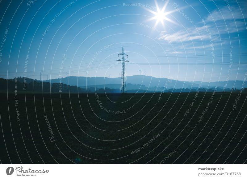 Starkstrom Energie Windradpark Industrie Energiewirtschaft Wissenschaften Fortschritt Zukunft Windkraftanlage Elektrizität Strommast Stromverbrauch