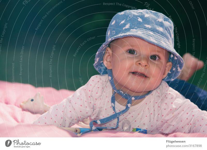 Kinder an die Macht Baby Babytragetuch babybauchshooting Mütze Kindheit Kindheitserinnerung süß Kindergarten Mädchen girl