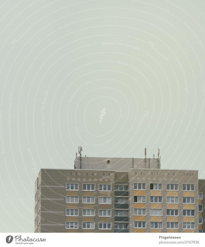 Platte Plattenbau Wohnung Wohnungssuche Wohnungssituation Wohnhaus Wohnhochhaus Baustelle Leben Häusliches Leben Berlin Hauptstadt DDR Bodenplatten Beton eng