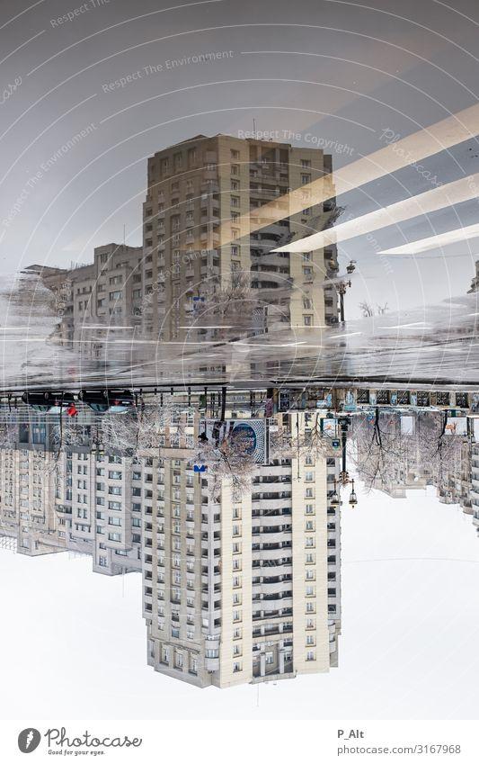 Bukarest schlechtes Wetter Regen Eis Frost Pfütze Stadt Stadtzentrum Hochhaus Bauwerk Gebäude Plattenbau Sowjetunion Fassade Verkehrswege Straßenverkehr