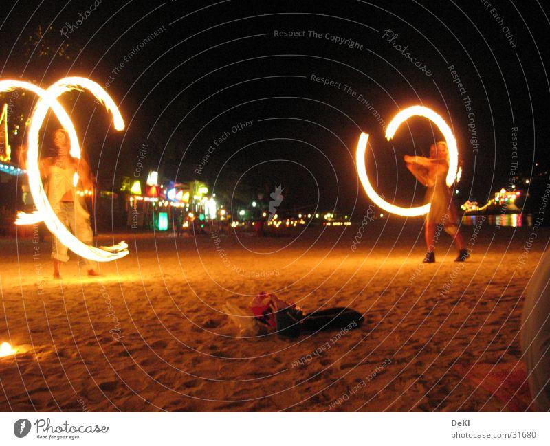 Fackeln am Strand Nacht Langzeitbelichtung Lichtspiel Freizeit & Hobby Brand Tanzen