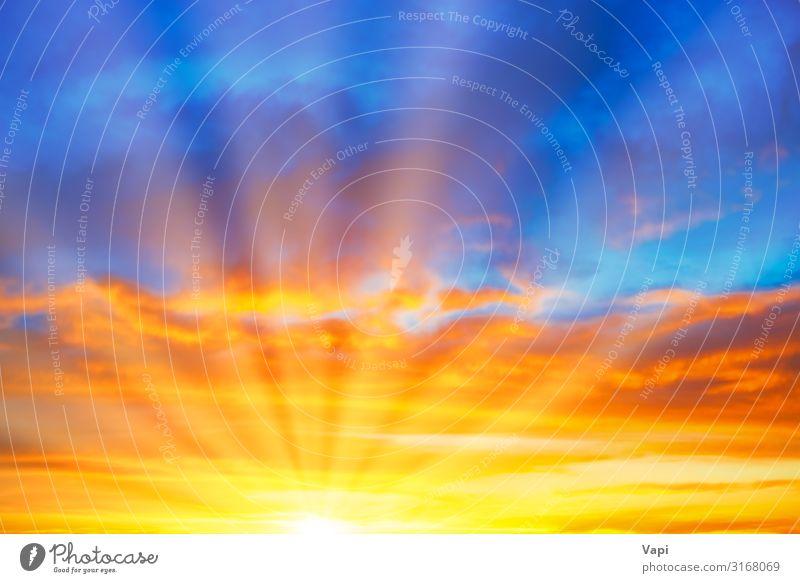 Sonnenuntergang blauer, orangefarbener Himmel schön Sommer Natur Landschaft nur Himmel Wolken Sonnenaufgang Sonnenlicht Klima Wetter Schönes Wetter hell