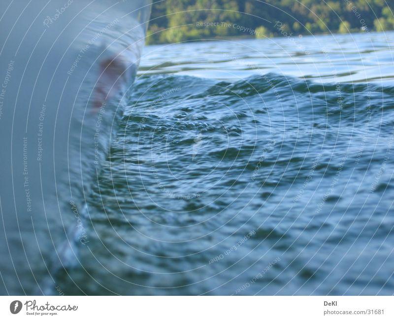 Über Wasser Wasserfahrzeug Wellen Schifffahrt Am Rand kurz Schiffsbug Wasseroberfläche