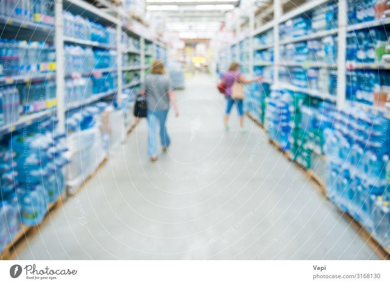 Marktgeschäft und Supermarktinterieur Lebensmittel Getränk trinken Trinkwasser Flasche Lifestyle kaufen Wirtschaft Industrie Handel Dienstleistungsgewerbe