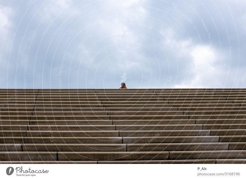 Focal Point feminin 1 Mensch sportlich Einsamkeit Treppe horizontal Wolken Ferne Farbfoto Außenaufnahme