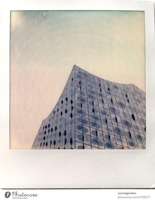 das Wellengebäude Himmel blau Stadt Architektur Gebäude außergewöhnlich Fassade modern glänzend Glas Kultur ästhetisch groß einzigartig hoch Hamburg
