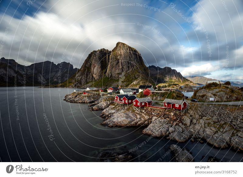 Sehnsuchtsort Ferien & Urlaub & Reisen Tourismus Ausflug Insel Umwelt Natur Landschaft Wolken Herbst Schönes Wetter Felsen Berge u. Gebirge Küste Fjord Hamnöy
