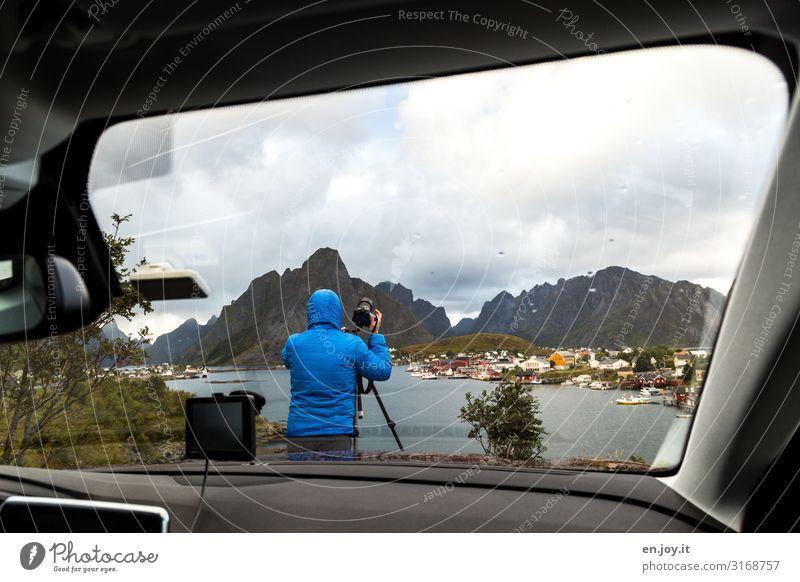 zu kalt und zu nass Mensch Ferien & Urlaub & Reisen Natur Mann Landschaft Wolken Berge u. Gebirge Erwachsene Herbst Autofenster Tourismus Ausflug