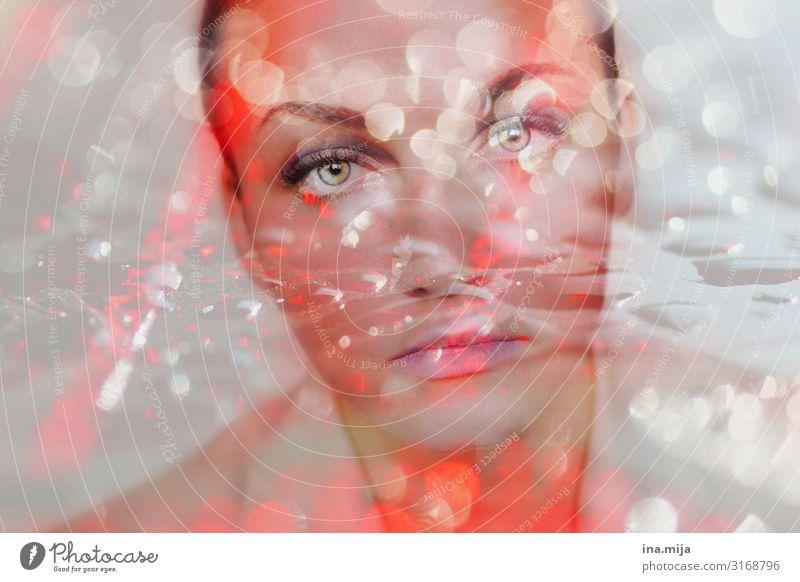 Blickkontakt Auge Gesicht Gesichtsausdruck neugierig rot Mensch Portrait Porträt Frau schön Blick in die Kamera funkeln Glitzer Erwachsene feminin junge Frau