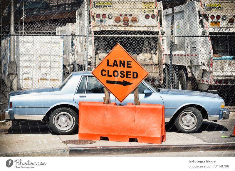Lane Closed Ferien & Urlaub & Reisen blau Stadt Farbe Straße Wege & Pfade orange PKW Verkehr retro ästhetisch Schilder & Markierungen stehen einzigartig