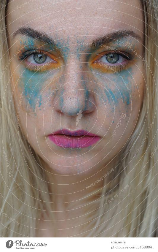 blonde Frau mit Farbe im Gesicht schön Körperpflege Kosmetik Creme Schminke Lippenstift Wimperntusche Feste & Feiern Karneval Mensch feminin Junge Frau