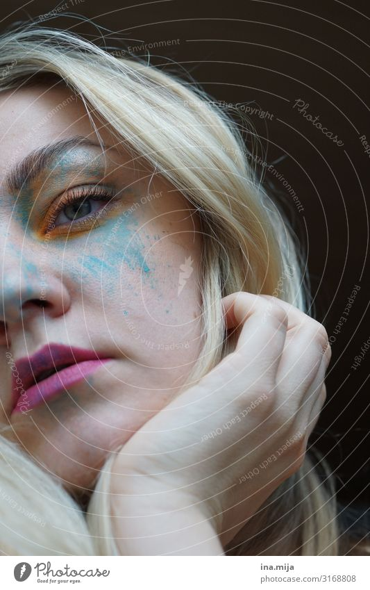 In bunte Farben tauchen Frau Mensch Jugendliche Junge Frau Erwachsene Leben Religion & Glaube feminin Gefühle Gesundheitswesen Kunst außergewöhnlich Frauenbrust