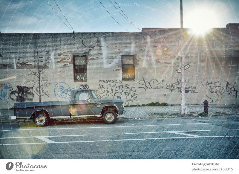 Pickup, not picked up Himmel New York City Brooklyn Stadt Bauwerk Gebäude Mauer Wand Fassade Verkehr Verkehrsmittel Verkehrswege Personenverkehr Straßenverkehr