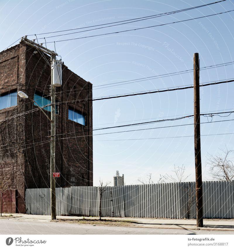 Staten Island ungeschminkt Telekommunikation Informationstechnologie Energiewirtschaft Infrastruktur Strommast Telefonmast Kabel Leitung Holzpfahl New York City