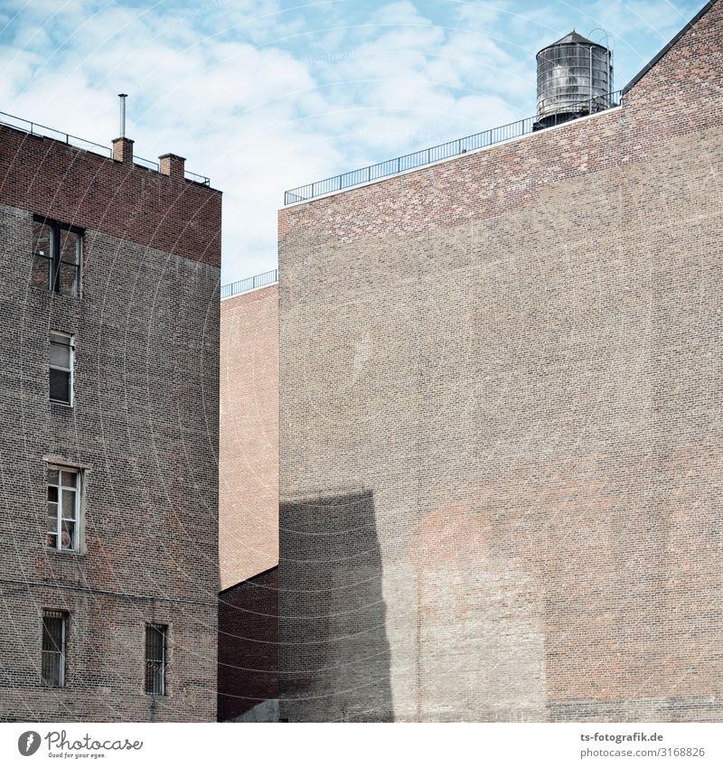 Guck die Wand an, Alter! New York City USA Stadt Stadtzentrum Menschenleer Haus Bauwerk Gebäude Architektur Mauer Fassade Dach Wassertank Wasserfass Zisterne