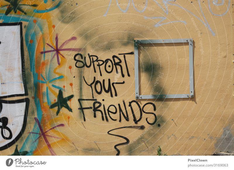 Graffiti an einer Mauer Wand Außenaufnahme Schriftzeichen Stadt Freundschaft Street art urban
