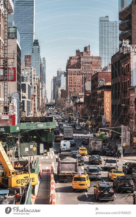 Straßenszene in New York Ferien & Urlaub & Reisen Sommer Stadt Architektur Tourismus PKW Hochhaus USA Zukunft Skyline Hauptstadt Städtereise Amerika